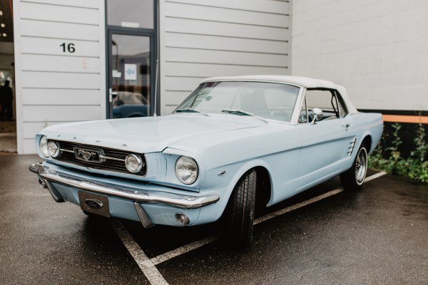 Ford Mustang Lichtblauw